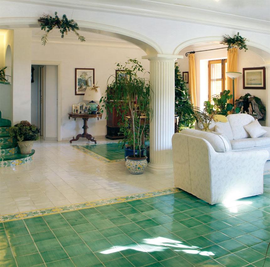 Pavimenti rivestimenti di vietri vietri bianco e verde - Ceramiche di vietri cucina ...
